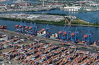 GERMANY Hamburg, river Elbe, container harbour, CTA terminal / DEUTSCHLAND Hamburg Hafen, Suederelbe, Containerterminal Altenwerder CTA der HHLA und E.H. Harms / BLG Autoterminal auf der Kattwyk Halbinsel