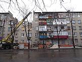 """Wohnhaus in Debalzewe. Kaum eine andere Stadt im Donbass hat so sehr unter den Kriegshandlungen gelitten wie Debalzewe. Heute versuchen die Separatisten der """"Donezker Volksrepublik"""", Debalzewe als Musterstadt wieder aufzubauen."""