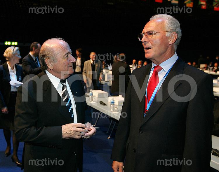 Fussball International 57. FIFA Kongress    Hallenstadion Zuerich FIFA Praesident Joseph S. Blatter (li) und Franz Beckenbauer