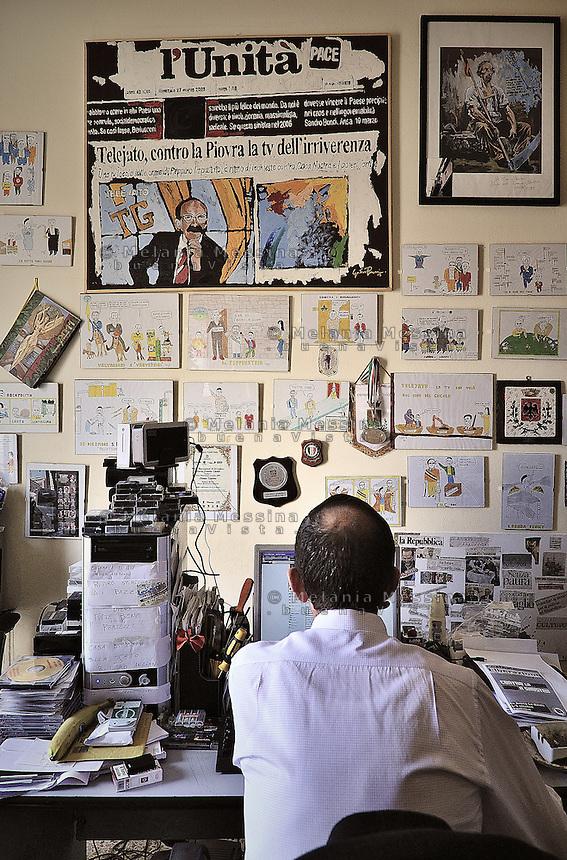 Partinico: the anti-mafia journalist Pino Maniaci in the TeleJato tv office  in Sicily <br /> Partinico: il giornalista antimafia Pino Maniaci, direttore della emittente televisiva Telejato negli uffici dell'emittente.