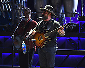 WEST PALM BEACH, FL - SEPTEMBER: 22: Darrell Scott and Zac Brown perform at The Coral Sky Amphitheatre on September 22, 2017 in West Palm Beach Florida. Credit Larry Marano © 2017