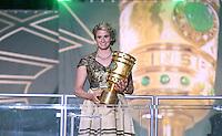 FUSSBALL  DFB POKAL FINALE  SAISON 2015/2016 in Berlin FC Bayern Muenchen - Borussia Dortmund         21.05.2016 Pokalfee Natalie Geisenberger