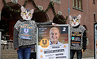 Nederland - Amsterdam - januari 2020.    De FNV roept op Fat Cat Day de veertien meest invloedrijke CEO's van ons land op om zich uit te spreken voor een hoger minimumloon. De meeste van deze CEO's hebben op 5 januari al het bedrag verdiend waar een minimumloner een heel jaar voor moet werken. Veertien mensen in kattenpakken lopen vandaag vanaf het Centraal Station in Amsterdam naar het Beursplein. Daar is een expositie ingericht over de grootverdieners.     Foto mag niet in schadelijke context voor de actievoerders gepubliceerd worden.    Foto Berlinda van Dam / Hollandse Hoogte