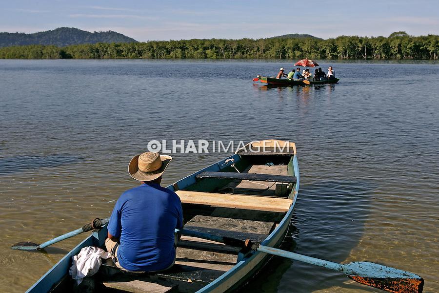 Travessia de barco do Rio Itibere. Paranagua. Parana. 2007. Foto de Antonio Costa.