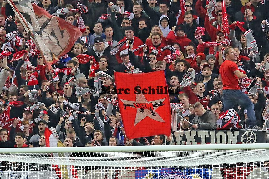 Mainzer Ultras zeigen gegen Frankfurt ihre RAF-Flagge - 1. FSV Mainz 05 vs. Eintracht Frankfurt, Coface Arena, 12. Spieltag