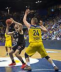 14.04.2018, EWE Arena, Oldenburg, GER, BBL, EWE Baskets Oldenburg vs s.Oliver W&uuml;rzburg, im Bild<br /> einen Schritt zu spaet..<br /> Rasid MAHALBASIC (EWE Baskets Oldenburg #24)<br /> Owen KLASSEN (s.Oliver W&uuml;rzburg #4 )<br /> Foto &copy; nordphoto / Rojahn