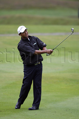 15 September 2006: New Zealand golfer Michael Campbell (NZL) looks into the distance after playing an iron shot from the 11th fairway during his 2nd round match on the 2nd day of the HSBC World Match Play Championship played on the West Course, Wentworth. Photo: Neil Tingle/Action Plus..060915 golf golfer golfers