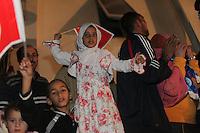23 ottobre 2011 Tunisi, elezioni libere per l'Assemblea Costituente, le prime della Primavera araba: sostenitori del partito Enhada festeggiano in piazza la vittoria del proprio partito la sera in cui vengono annunciati i risultati. Due bambini sventolano bandiere tunisine.<br /> premieres elections libres en Tunisie octobre <br /> tunisian elections Festeggiamenti vittoria Ennhada