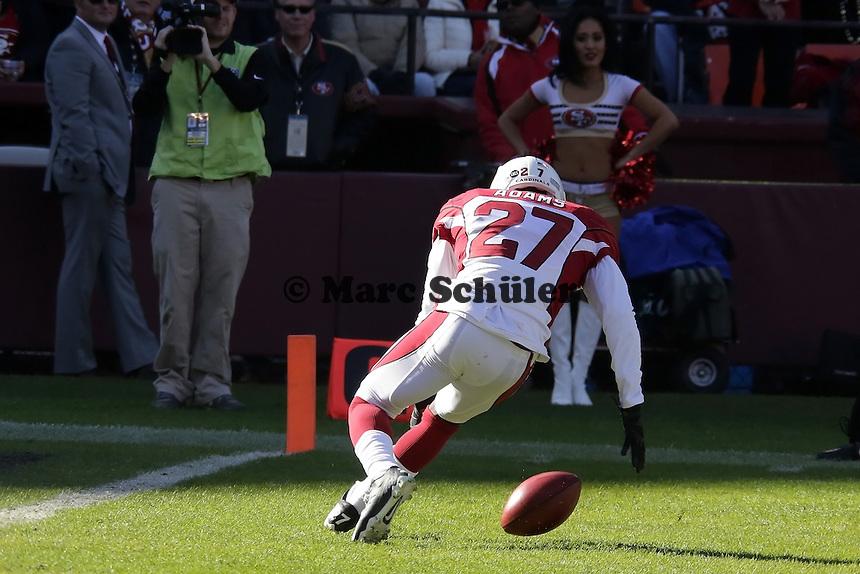 CB Michael Adams (Cardinals) sichert sich den Ball nach dem Punt