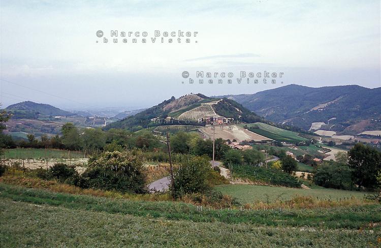 Oltrepò Pavese, colline presso Schizzola frazione di Borgo Priolo (Pavia) --- Hills near Schizzola Borgo Priolo (Pavia) in the Oltrepò Pavese