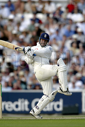September 05, 2003: England batsman GRAHAM THORPE plays a stroke during England's first Innings, ENGLAND v South Africa, 5th npower Test Match at The Oval, London Photo: Neil Tingle/Action Plus...Cricket 030905 batting