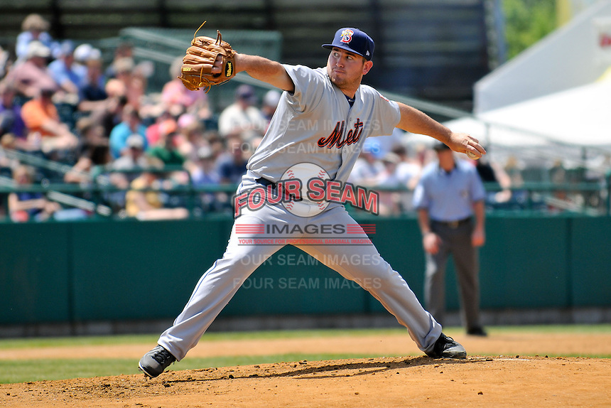 Alex Panteliodis (17) of the Binghamton Mets delivers a pitch during a game against the New Britain Rock Cats at New Britain Stadium on June 1, 2014 in New Britain, Connecticut.  New Britain defeated Binghamton 6-1.  (Gregory Vasil/Four Seam Images)