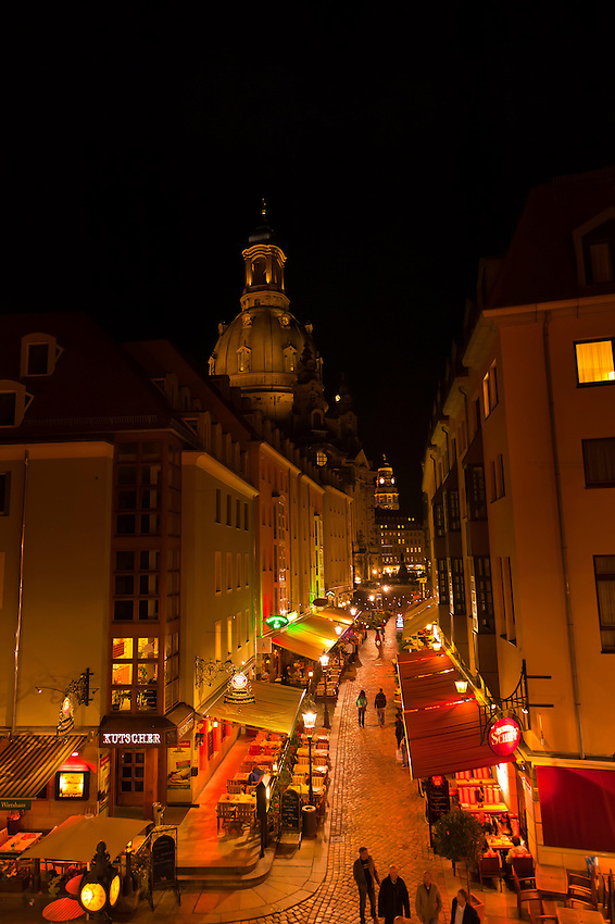 Night view of restaurants on Munzgasse with the Frauenkirche (church) in background, Dresden, Saxony, Germany