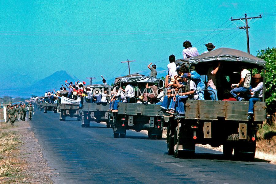 Voluntarios na colheita de Algodão. Leon. Nicaragua. 1981. Foto de Juca Martins.