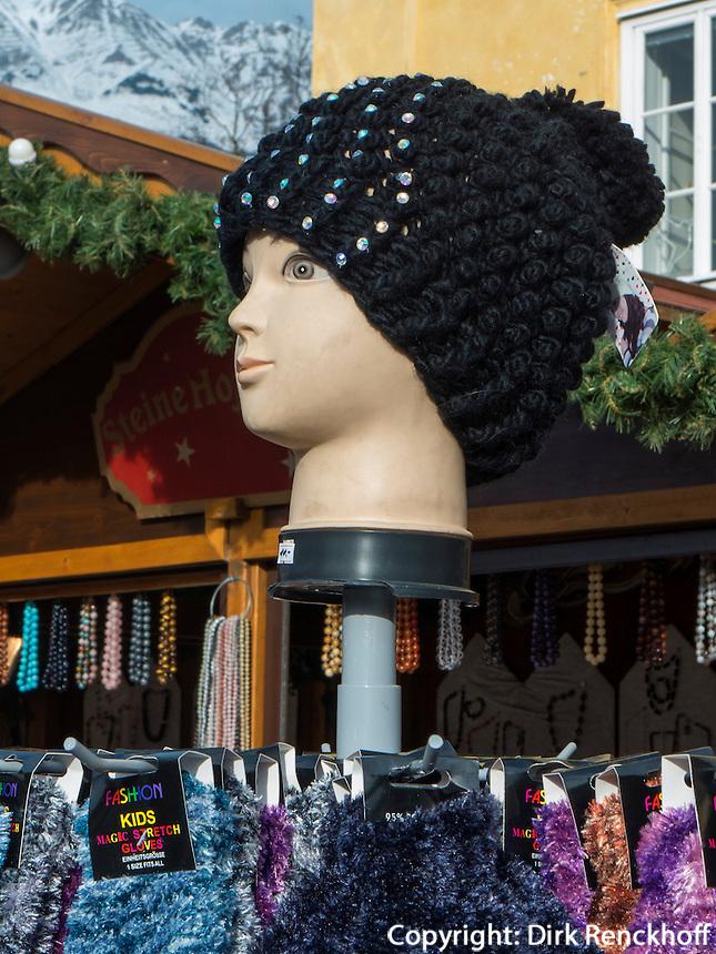 Strickwarenverkauf auf dem Weihnachtsmarkt, Innsbruck, Tirol, Österreich