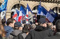 RASSEMBLEMENT DU 1ER MAI DE JEAN-MARIE LE PEN EN HOMMAGE A JEANNE D'ARC PLACE DES PYRAMIDES, PARIS, FRANCE