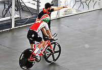 CALI – COLOMBIA – 15-02-2017: Ciclista de Suiza, recibe instrucciones, durante entreno en el Velodromo Alcides Nieto Patiño, sede de la Copa Mundo UCI de Pista de Cali 2017. / Cyclist from Switzerland, Receive instructions, during a training sesión at the Alcides Nieto Patiño Velodrome, home of the Cali Track World Cup 2017 UCI. Photo: VizzorImage / Luis Ramirez / Staff.