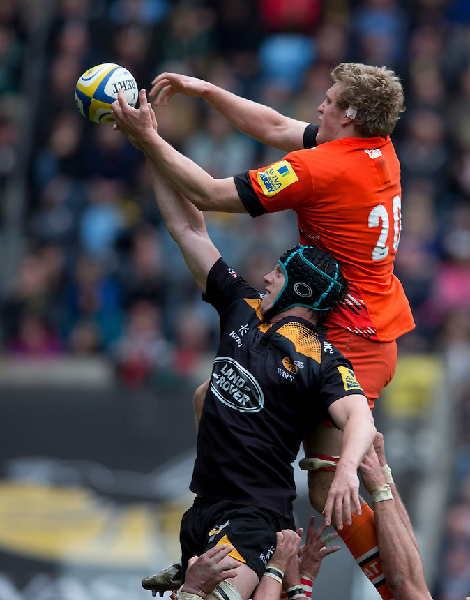 Leicester Tigers' Jamie Gibson and Wasps' James Gaskell compete for the ball at a line-out<br /> <br /> Photographer Stephen White/CameraSport<br /> <br /> Rugby Union - Aviva Premiership - Wasps v Leicester Tigers - Saturday 9th May 2015 - Ricoh Arena - Coventry<br /> <br /> &copy; CameraSport - 43 Linden Ave. Countesthorpe. Leicester. England. LE8 5PG - Tel: +44 (0) 116 277 4147 - admin@camerasport.com - www.camerasport.com