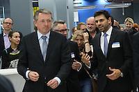 Mannheims Oberbürgermeister Dr. Peter Kurz, Decathlon Geschäftsführer Javier Lopez Segovia beim Rundgang durch die Filiale