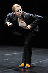 IM KOPF<br /> Choregraphie: SITTER Andrea<br /> Compagnie Die Donau<br /> Avec : Andrea Sitter<br /> Cadre : La danse, l'humour, le burlesque<br /> Lieu: Centre National de la Danse<br /> Ville : Pantin<br /> le 28/04/2011<br /> © Laurent Paillier / photosdedanse.com<br /> All rights reserved
