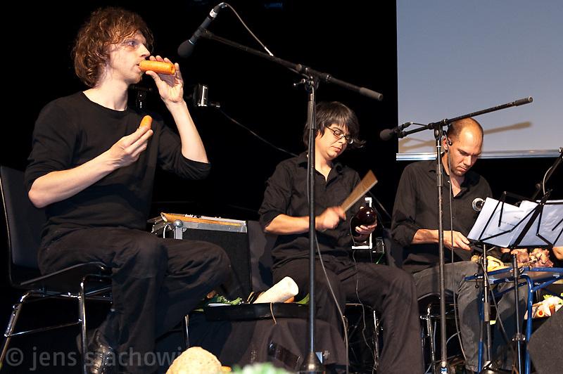 Auftritt des 1. Wiener Gemüseorchesters, performance by the first vegetable orchestra from vienna