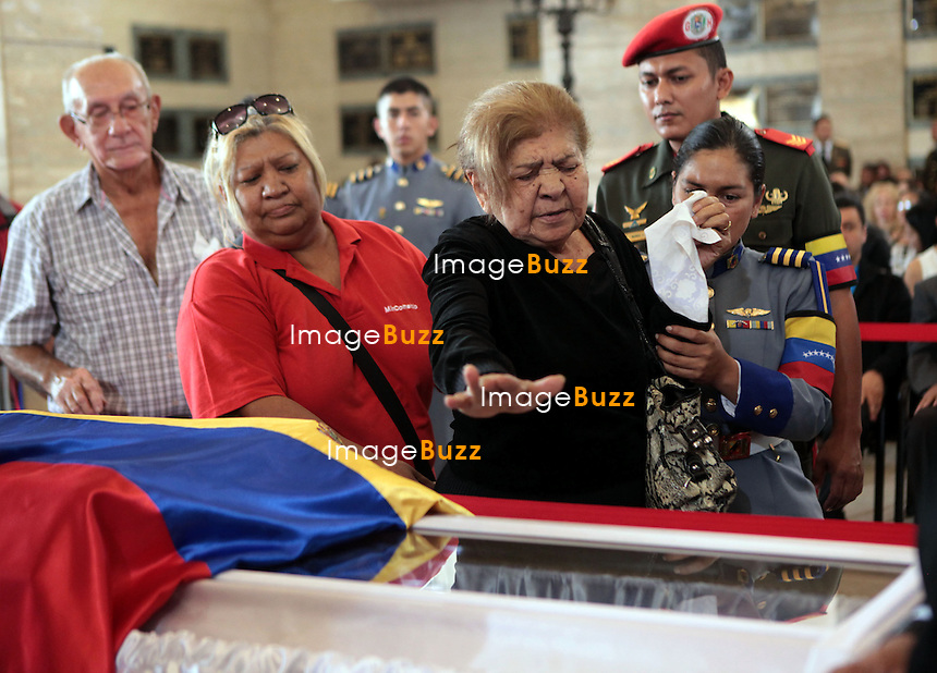 HUGO CHAVEZ COFFIN - 10, 2013-Caracas - After five days with the physical loss of the commander - President Hugo Chavez, thousands of Venezuelans continue to accompany their leader 24 hours a day, entering the chapel to ratify their eternal love and loyalty.
