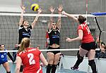 2018-03-10 / Volleybal / Seizoen 2017-2018 / Vrouwen Liga B Noorderkempen - Blaasveld / Kim Van Dun (l.) en Ine Van Loon tegenover Jana Kerremans van Blaasveld<br /> <br /> ,Foto: Mpics.be