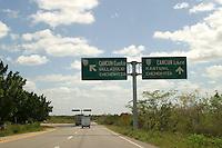 Zona arqueologica de Chichen Itza Zona arqueol&oacute;gica  <br /> Chich&eacute;n Itz&aacute;Chich&eacute;n Itz&aacute; maya: (Chich&eacute;n) Boca del pozo; <br /> de los (Itz&aacute;) brujos de agua. <br /> Es uno de los principales sitios arqueol&oacute;gicos de la <br /> pen&iacute;nsula de Yucat&aacute;n, en M&eacute;xico, ubicado en el municipio de Tinum.<br /> *Photo:&copy;Francisco* Morales/DAMMPHOTO.COM/NORTEPHOTO