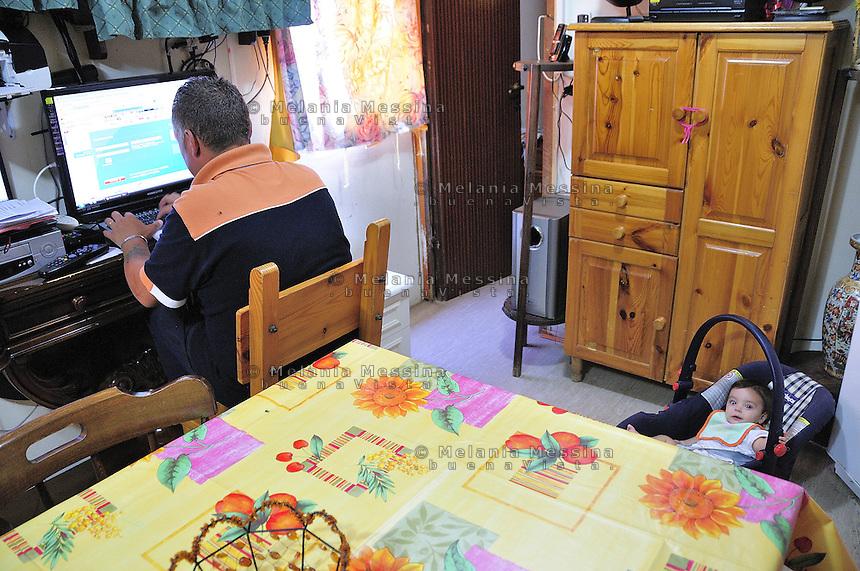 family groups living  in a house-container of the Municipality of Palermo  since seven years, after being  evicted from  home.<br /> Palermo, gruppi di famiglie  vivono  da circa sette anni in un campo containers del comune, dopo avere  subito uno sfratto.