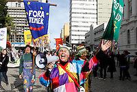 CURITIBA, PR, 10.06.2016 - PROTESTO-PR -Movimento ligado a cultura e várias centrais sindicais realizam protestos na tarde desta sexta-feira (10) em na praça Santos Andrade em Curitiba(PR) em favor da mobilização nacional contra o presidente em exercício Michel Temer (PMDB). (Foto: Paulo Lisboa/Brazil Photo Press)