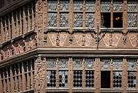 France, Alsace, Department Bas-Rhin, Strasbourg: the Kammerzell House at Cathedral Square with restaurant Maison Kammerzell, close up of carved facade | Frankreich, Elsass, Départements Bas-Rhin, Strassburg: das Kammerzellhaus am Muensterplatz mit dem Restaurant Maison Kammerzell, Detail der reichen Schnitzfassade