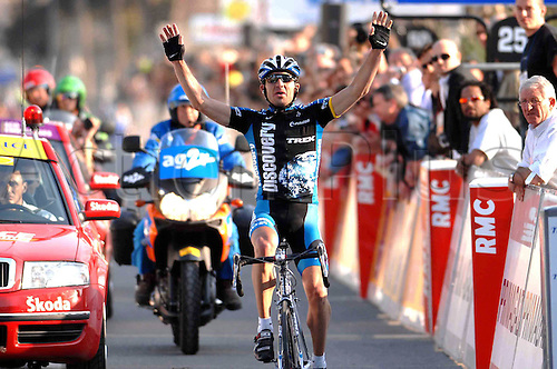 16 March 2007: Ukranian cyclist Yaroslav Popovych who rides for the Discovery Channel Team celebrates his victory on stage 5 of Paris - Nice, in Manosque, France. Photo: Sirotti/Actionplus..cycling man male 070316 winner celebration joy