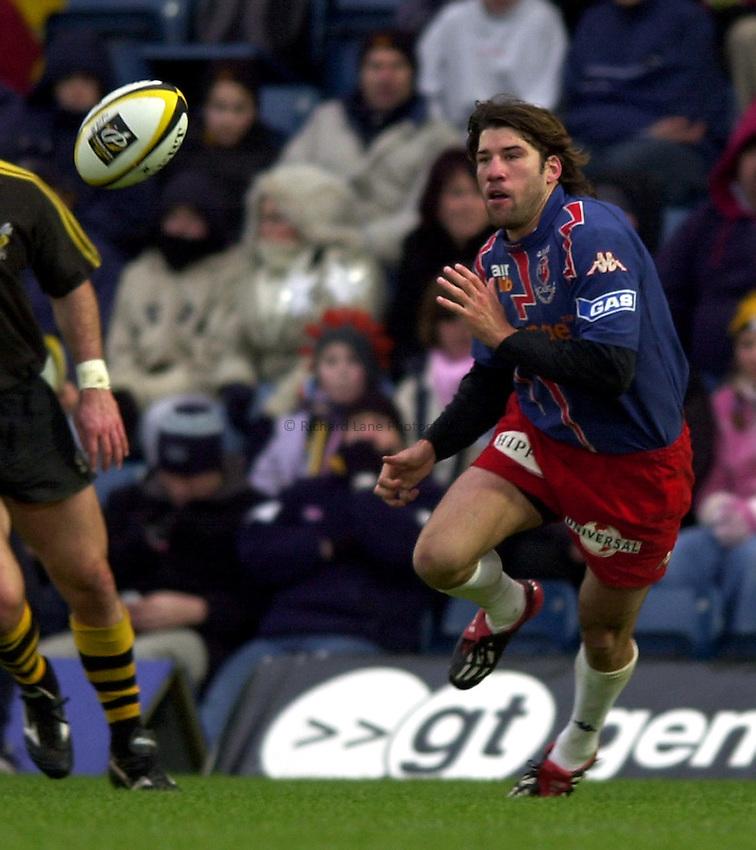 Photo. Richard Lane. .London Wasps v Stade Francais. Parker Pen Challenge Cup. 12/01/2003.Nani Corleto