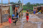 Moradores da Ocupaçao Jardim da Uniao em Grajau. Sao Paulo. 2014. Foto de Marcia Minillo.