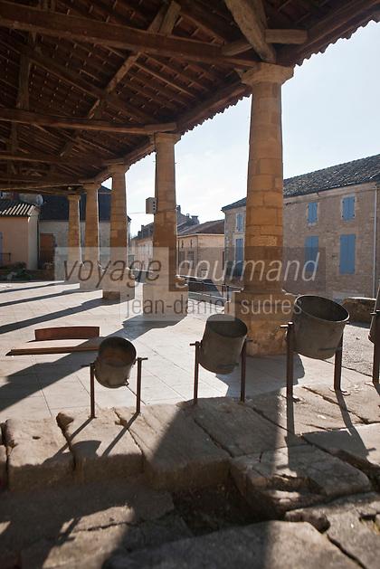 Europe/France/Aquitaine/24/Dordogne/Périgord Noir/Villefranche-du-Périgord:Halle de la Bastide avec ses mesures