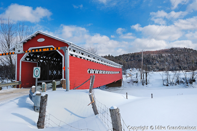 Red covered bridge across the Du Diable River<br /> Prud'Homme<br /> Quebec<br /> Canada