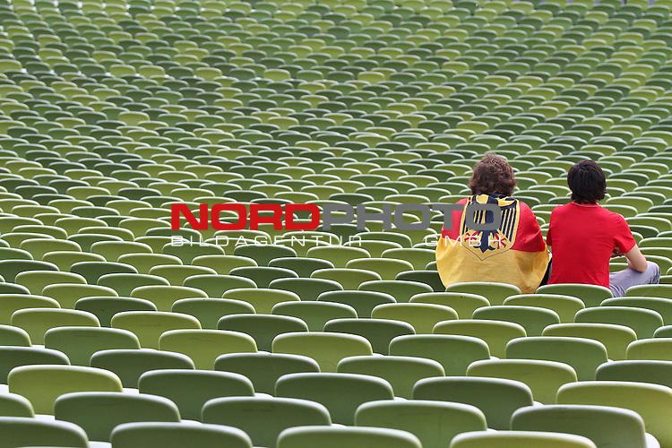 23.06.2010, Olympiapark, Muenchen, GER, FIFA Worldcup, Puplic Viewing Ghana vs Deutschland  im Bild Deutsche Fans alleine auf der Trib¸ne, Foto: nph /  Straubmeier