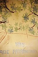 Europe/France/Corse/2B/Haute-Corse/Cap Corse/Nebbio/Saint-Florent: Détail du mur peint d'un café en hommage à la cuisine corse et aux vins de Patrimonio