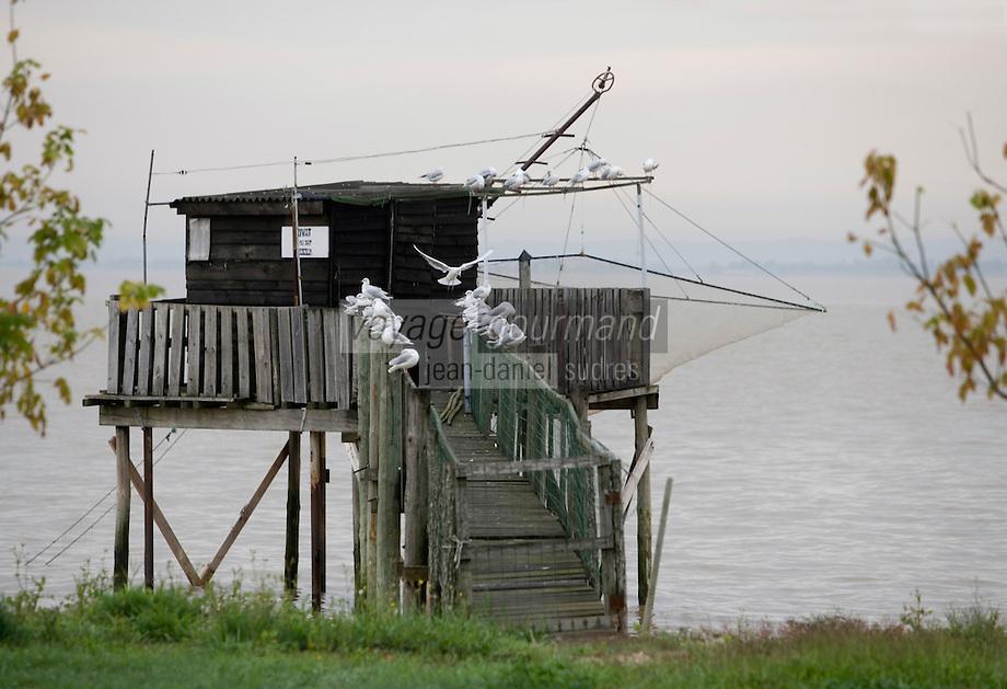 Europe/France/Aquitaine/33/Gironde/Env de Pauillac: Carrelets  des pécheurs sur l'estuaire de la  Gironde