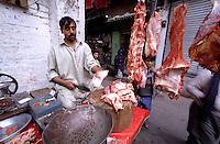 Butcher at the Kashmiri Bazaar in the old town of Lahore.<br /> 15.2.2001, Lahore/Pakistan<br /> Copyright: Christian-Ditsch.de<br /> [Inhaltsveraendernde Manipulation des Fotos nur nach ausdruecklicher Genehmigung des Fotografen. Vereinbarungen ueber Abtretung von Persoenlichkeitsrechten/Model Release der abgebildeten Person/Personen liegen nicht vor. NO MODEL RELEASE! Nur fuer Redaktionelle Zwecke. Don't publish without copyright Christian-Ditsch.de, Veroeffentlichung nur mit Fotografennennung, sowie gegen Honorar, MwSt. und Beleg. Konto: I N G - D i B a, IBAN DE58500105175400192269, BIC INGDDEFFXXX, Kontakt: post@christian-ditsch.de<br /> Bei der Bearbeitung der Dateiinformationen darf die Urheberkennzeichnung in den EXIF- und  IPTC-Daten nicht entfernt werden, diese sind in digitalen Medien nach §95c UrhG rechtlich geschuetzt. Der Urhebervermerk wird gemaess §13 UrhG verlangt.]