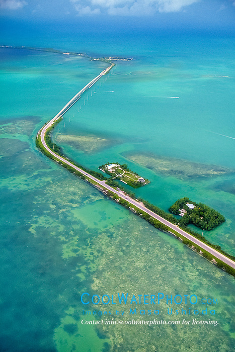Overseas Highway, U.S. Route 1 or US 1, connecting Craig Key (front) to Fiesta Key and Long Key over Channel Five, Florida Keys, Florida, USA, Gulf of Mexico, Caribbean Sea, Atlantic Ocean