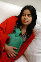 Ragazza con una borsa di acqua calda. Girl with hot water bag. ....