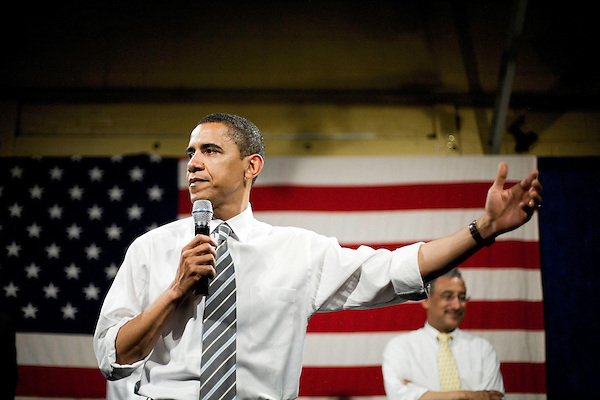 "Tuesday, May 8,  2007. Richmond, VA.. US Presidential candidate and senator Barack Obama, held what was billed as a ""low dollar fundraiser"" at Plant Zero in Richmond, VA, drawing a crowd of 700 supporters.. He was joined on stage by Virginia congressman Bobby Scott."