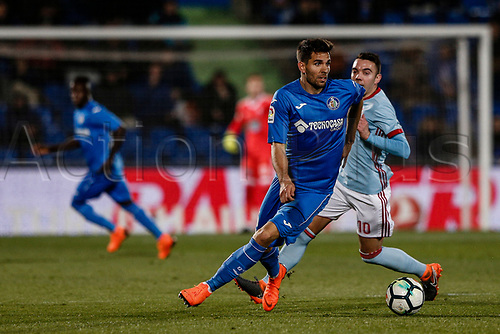19th February 2018, Coliseum Alfonso Perez, Getafe, Spain; La Liga football, Getafe versus Celta Vigo; Leandro Daniel Cabrera (Getafe CF) drives forward on the ball as he turns away from Iago Aspas