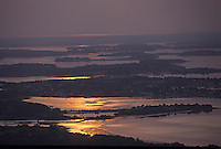 Europe/France/Bretagne/56/Morbihan/Golfe du Morbihan: Le golfe au soleil couchant - Vue aérienne