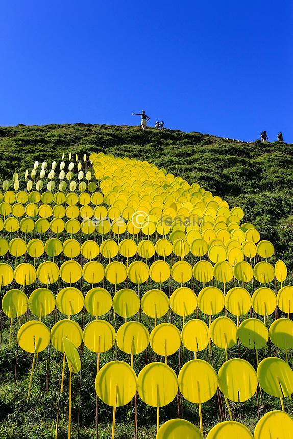 France, Puy-de-Dôme (63), Murat-le-Quaire, la Banne d'Ordanche ( 1 512 m), Flash Loading par Marie Lelouche, oeuvre en pleine-air dans le cadre de Horizon, Art Nature en Sancy // France, Puy de Dome, Murat le Quaire, Banne d'Ordanche ( 1 512 m), work full air,  Flash Loading by Marie Lelouche, organized by Horizon, Art Nature en Sancy