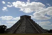 Templo de Kukulcan.<br /> Zona arqueologica de Chichen Itza Zona arqueol&oacute;gica  <br /> Chich&eacute;n Itz&aacute;Chich&eacute;n Itz&aacute; maya: (Chich&eacute;n) Boca del pozo; <br /> de los (Itz&aacute;) brujos de agua. <br /> Es uno de los principales sitios arqueol&oacute;gicos de la <br /> pen&iacute;nsula de Yucat&aacute;n, en M&eacute;xico, ubicado en el municipio de Tinum.<br /> *Photo:*&copy;Francisco* Morales/DAMMPHOTO.COM/NORTEPHOTO