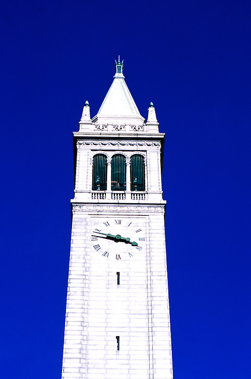 California: Berkeley.  Campanile at University of California.  Photo caoakl104..Photo copyright Lee Foster, 510/549-2202, lee@fostertravel.com, www.fostertravel.com