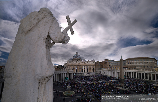 Pope Francis during of a weekly general audience at St Peter's square in Vatican, Wednesday, October. 17, 2018.<br /> In the foreground the statue of San Bruno on the Bernini colonnade in Piazza San Pietro was carved between August 1670 and March 1673 by the Roman sculptor Francesco Antonio Fontana. He made a travertine figure of the native saint of Cologne,