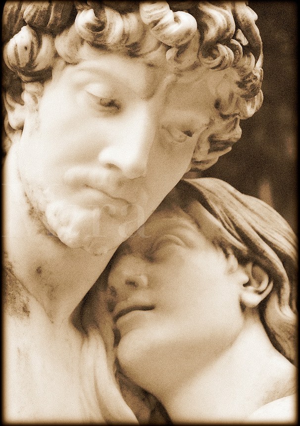 Sculpture of lovers.